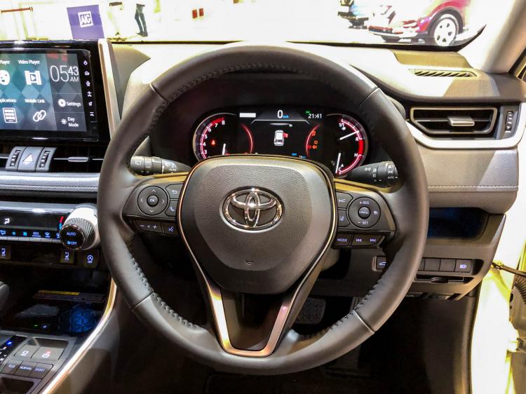 Toyota RAV4 có giá 2,27 tỷ tại Singapore, đắt ngang giá xe RAV4 tại Việt Nam