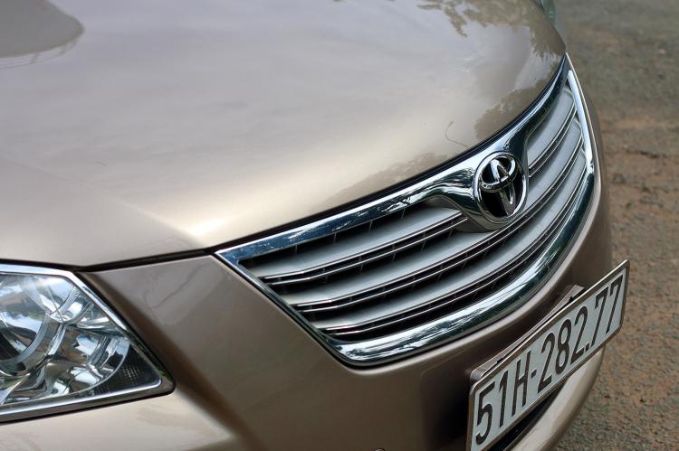 """Toyota Camry 3.5Q: Biểu tượng xe """"nhà giàu"""" một thời tại Việt Nam giờ có giá ngang sedan cỡ B"""