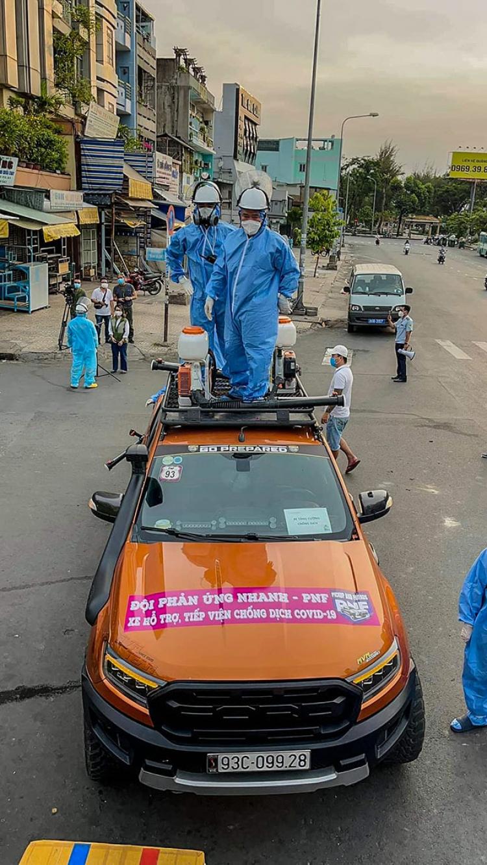 Hàng loạt xe của nhóm PNF tham gia hỗ trợ vận chuyển đồ chống dịch tại TP.HCM