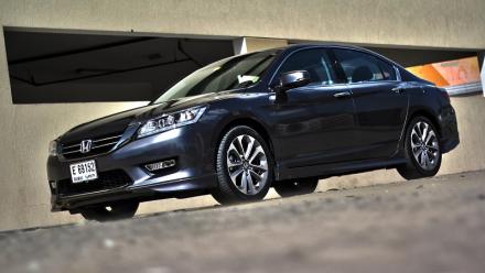 Honda_Accord_V6_saloon_1.jpg